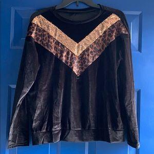 Tops - Long sleeve black Valour leopard print top